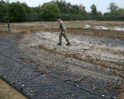 Heavy Duty Man-handleable Ground Protection And Temporary Roadway Or Carpark Mat For Use In The Military
